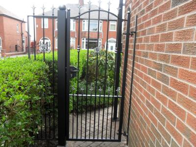 Ref: GT043 Wrought Iron Side Gate Middleton