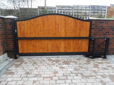 Ref:GT051 Steel Frame Wooden Panel Sliding Gate